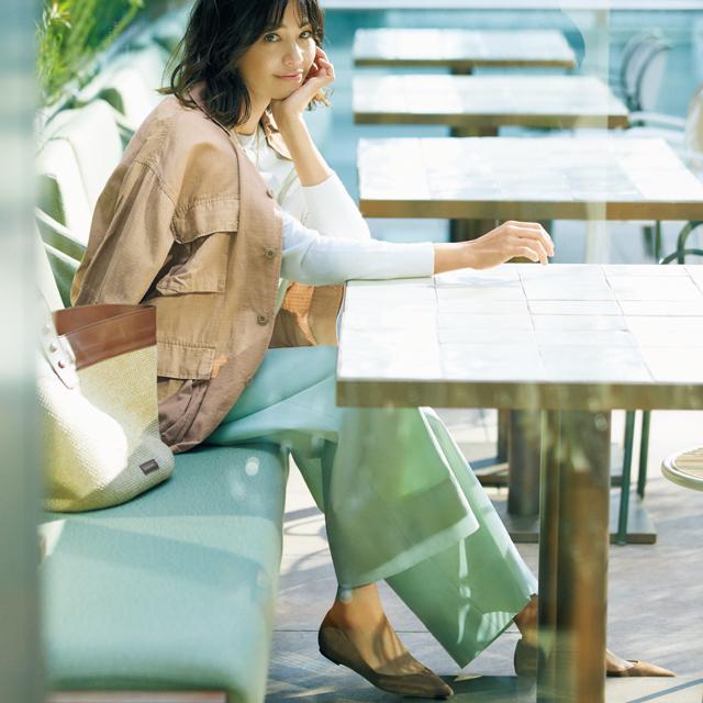 きれい色ボトムにジャケットをはおったコーデのRINA