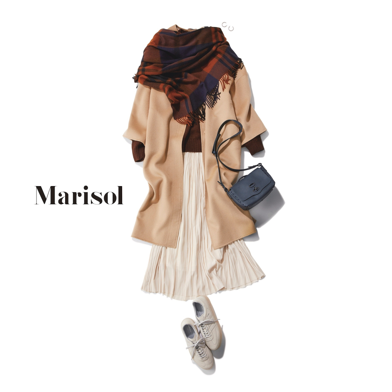 40代ファッション ベージュコート×白プリーツスカート×ブラウンストールコーデ