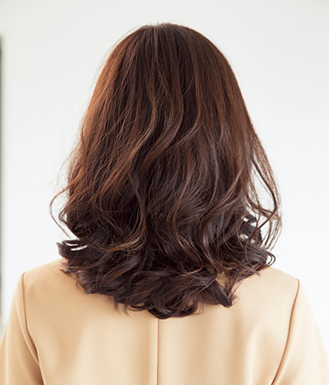 多毛な髪は、揺れ感で軽やかスタイルに【40代のミディアムヘア】_1_3