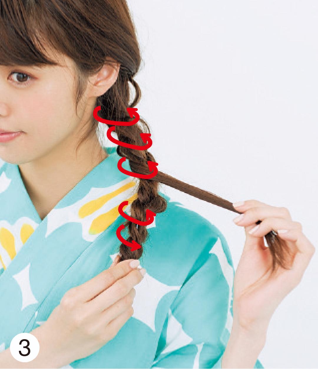 仕上げには、1で残しておいた毛束を、三つ編みにくるくるを巻きつけて。簡単なのに、手が込んでいる風アレンジが完成~!