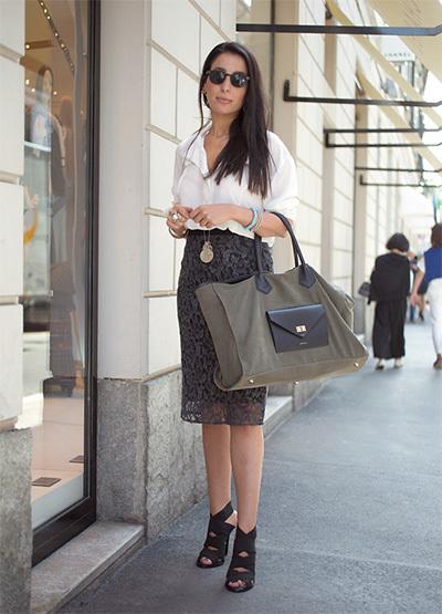 仕事用はカーキの大バッグ、遊び用はハイブランドのちびバッグが人気!【ファッションSNAP ミラノ・パリ編】_1_3