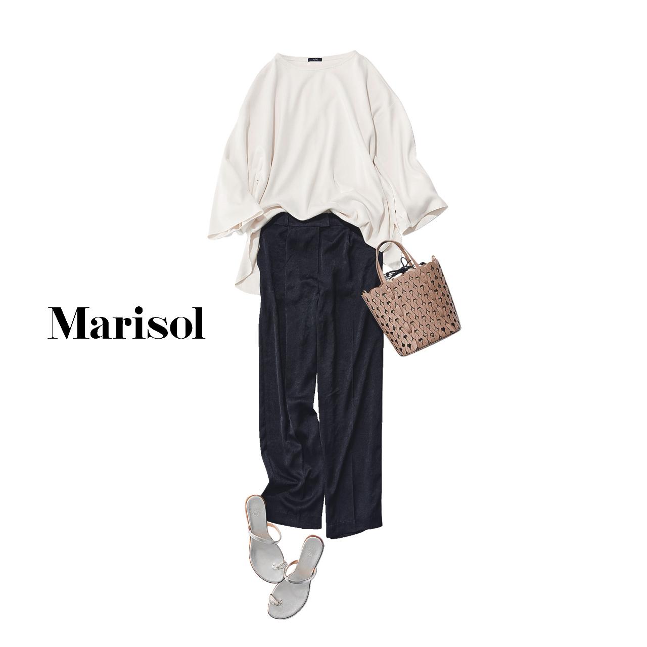 40代ファッション   白カットソー×黒パンツ×サンダルコーデ