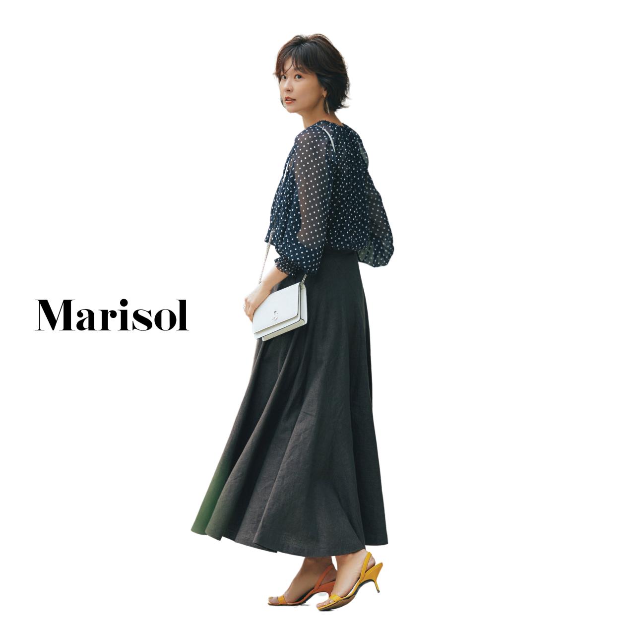 40代ファッション ドットシフォンブラウス×黒スカートコーデ