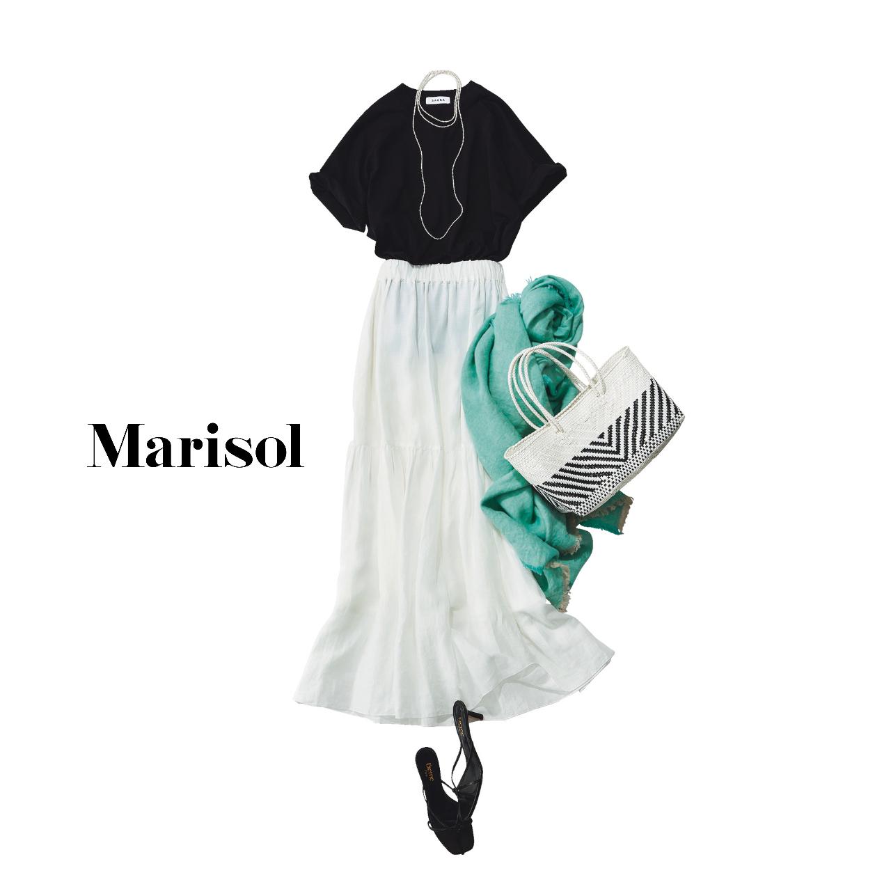 40代ファッション  黒Tシャツ×白スカートコーデ