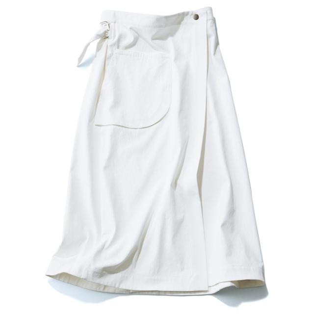 白ロングスカート ディテールを効かせた表情豊かなラップ型