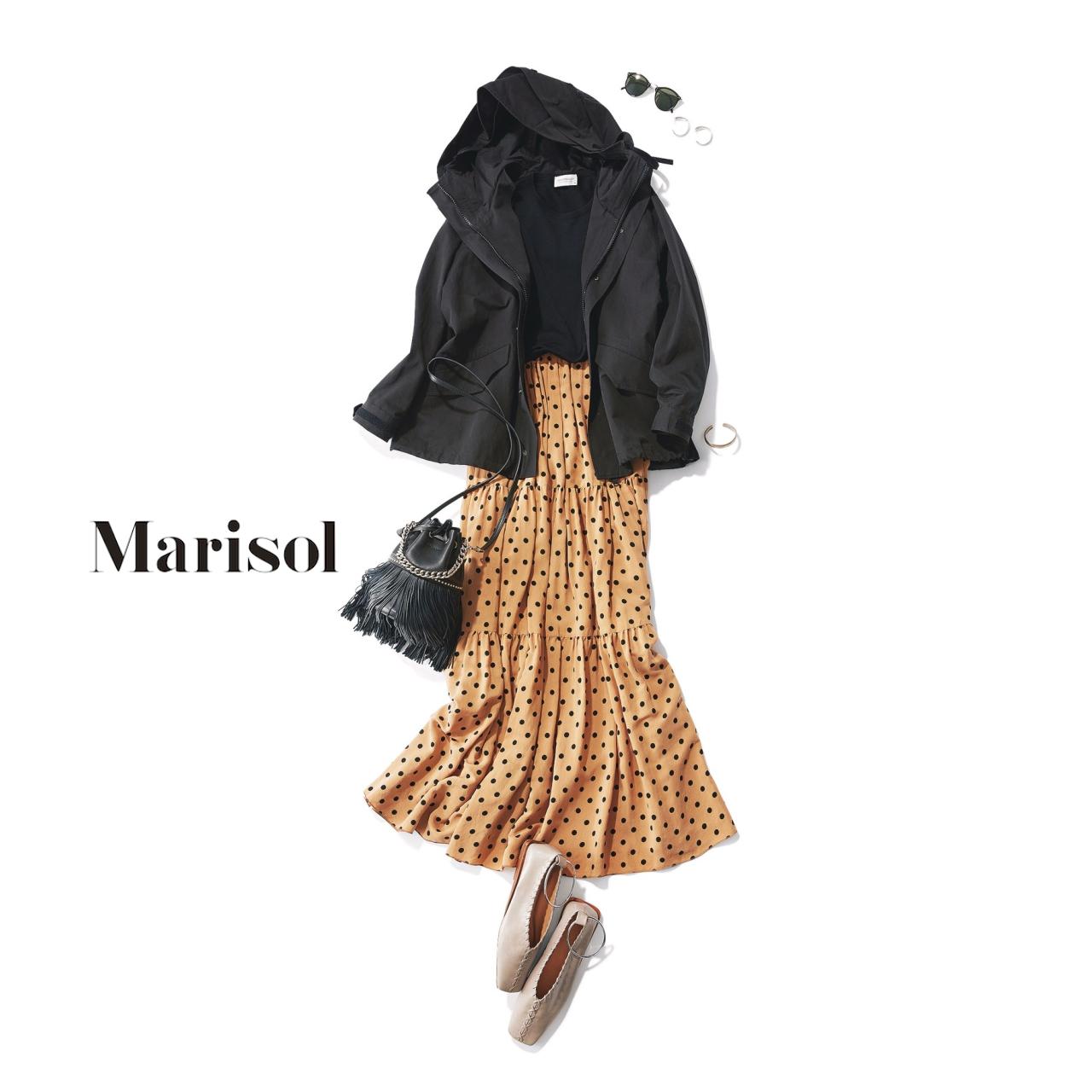 40代ファッション 黒ブルゾン×ベージュドットスカートコーデ