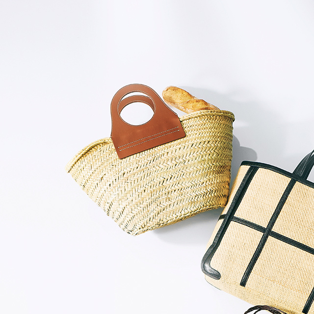 かご素材のマーケットバッグ ¥37,000/ウィム ガゼット 青山店(ヘリュー)