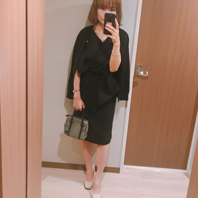 美容合宿の夜はOBLIのブラックドレスで♡_1_3-2