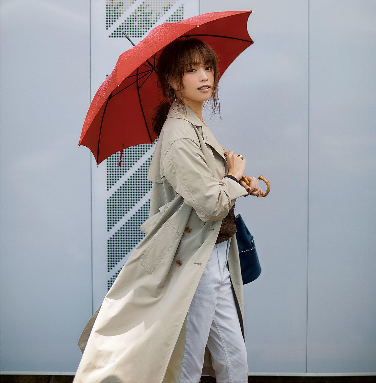 ■撥水トレンチコーデ×パンツの雨の日のコーデ