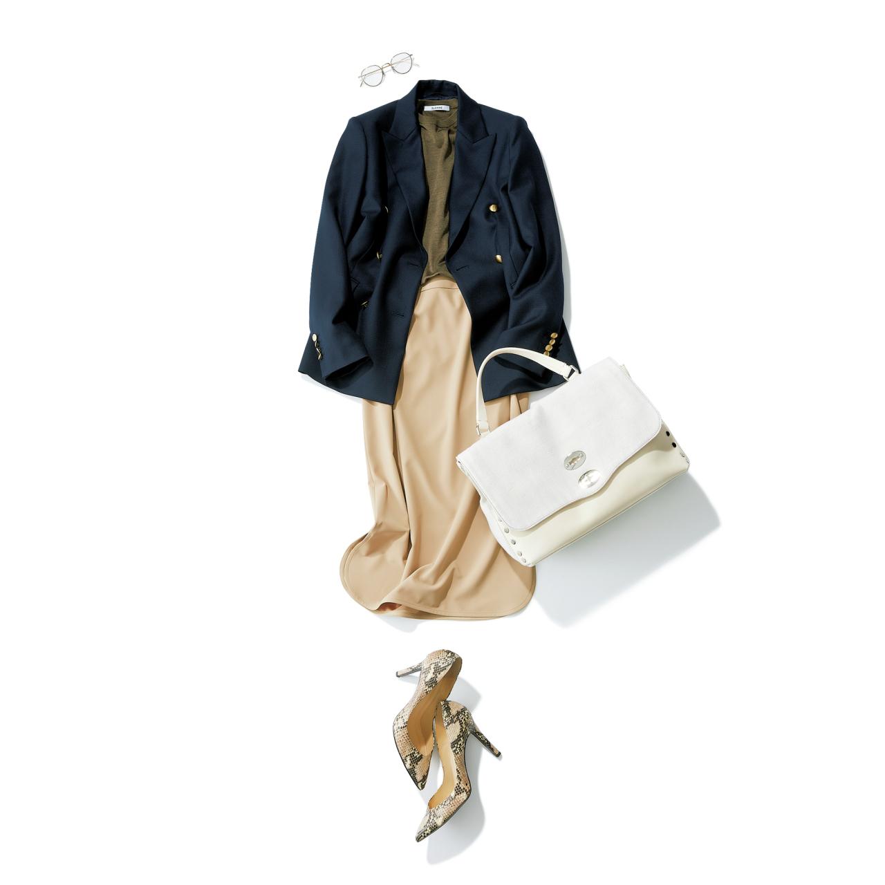 ベージュスカート×ネイビージャケットのファッションコーデ