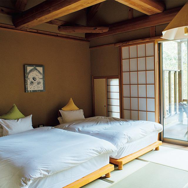 ベッドスペースは畳敷きの客室が多く快適