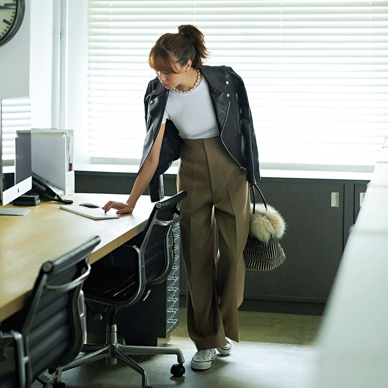 ファッション ライダースジャケット×ワイドパンツコーデ