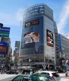 渋谷のスクランブル交差点にもCHANELのビジュアルムービーが