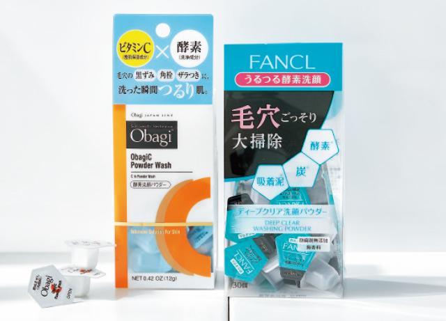 (右から)ファンケルのディープクリア 洗顔パウダー30個入り、ロート製薬のオバジC 酵素洗顔パウダー 30個入り