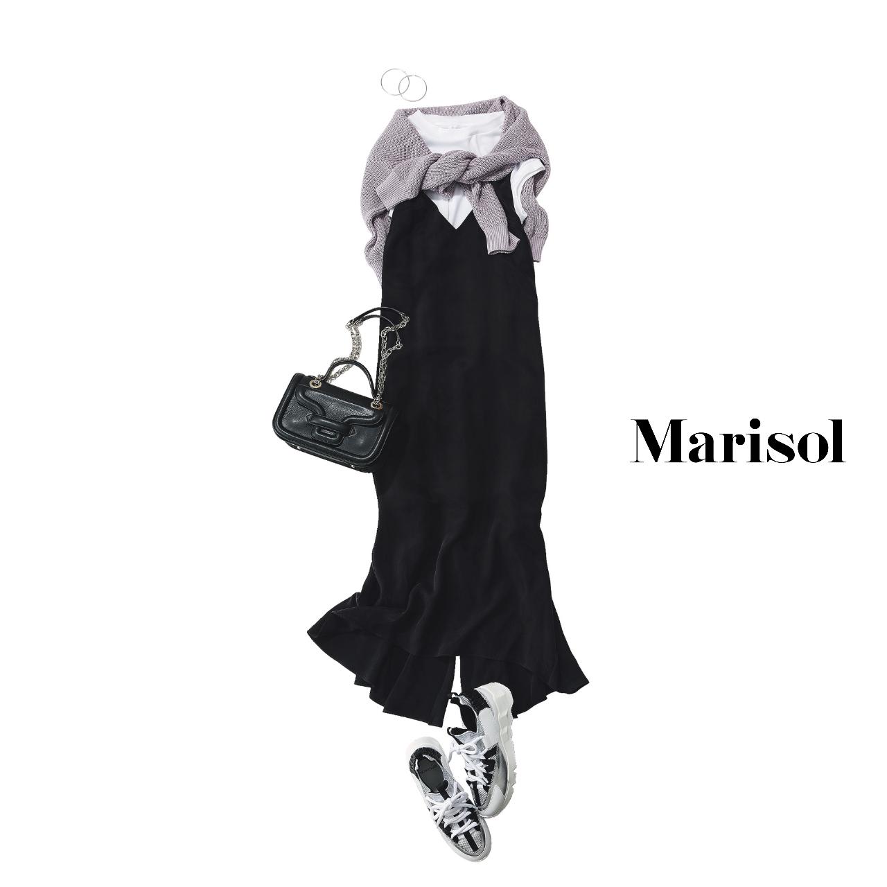40代ファッション  白Tシャツ×黒オールインワンコーデ