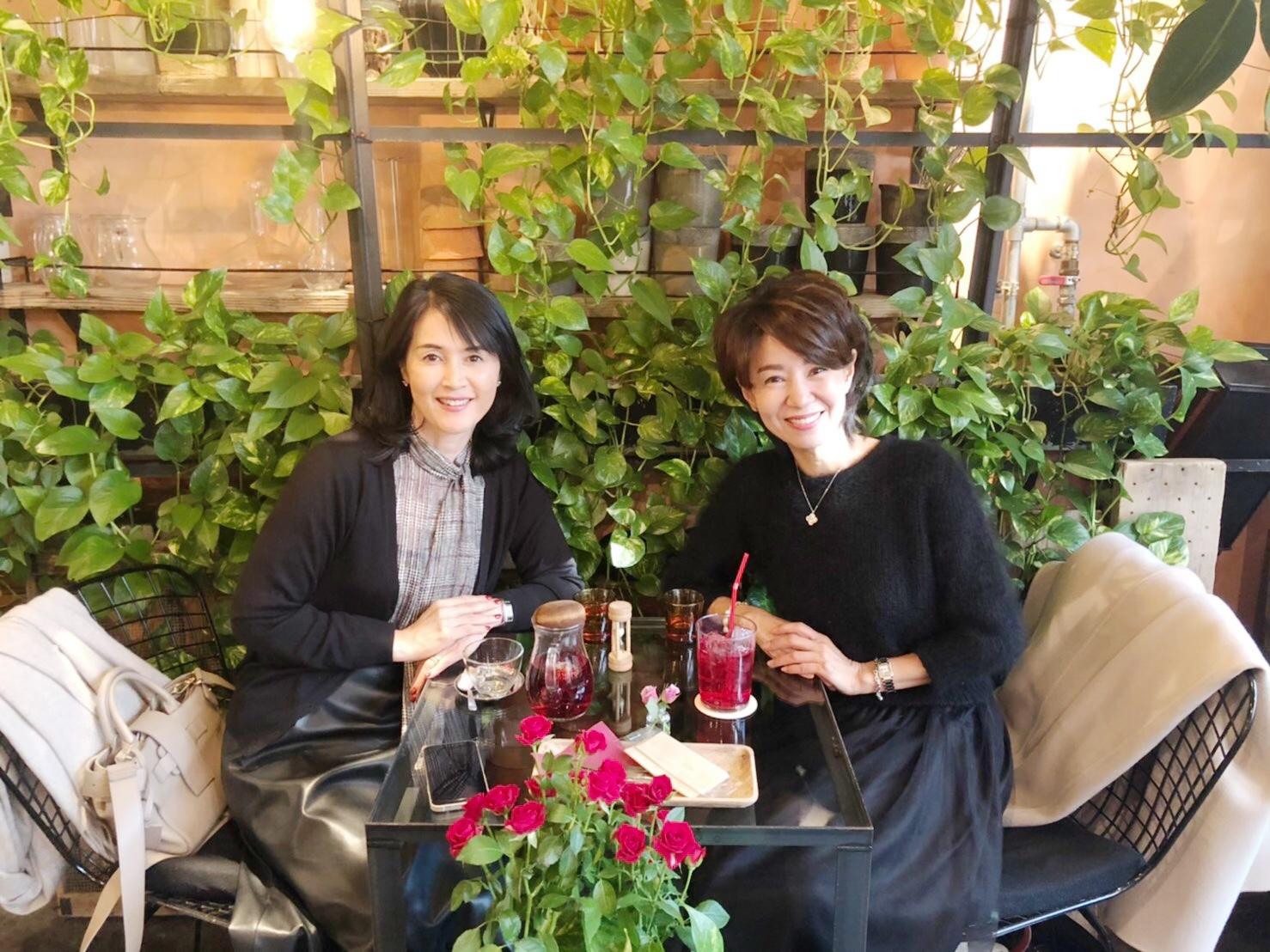 花と緑に囲まれた心豊かになる空間『青山 TEA HOUSE』_1_3