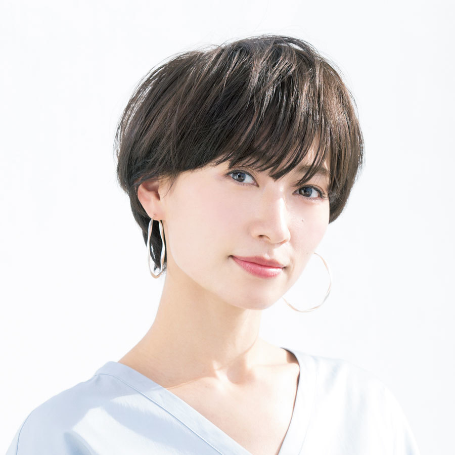 クリーンなストレートタッチのショートが人気復活【40代のショートヘア】_1_1-1