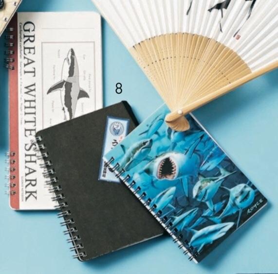 気鋭の書家アーティストのバッグは、ブルーで統一された物語のあるアイテムが美しい!【働く女のバッグの中身】_1_8