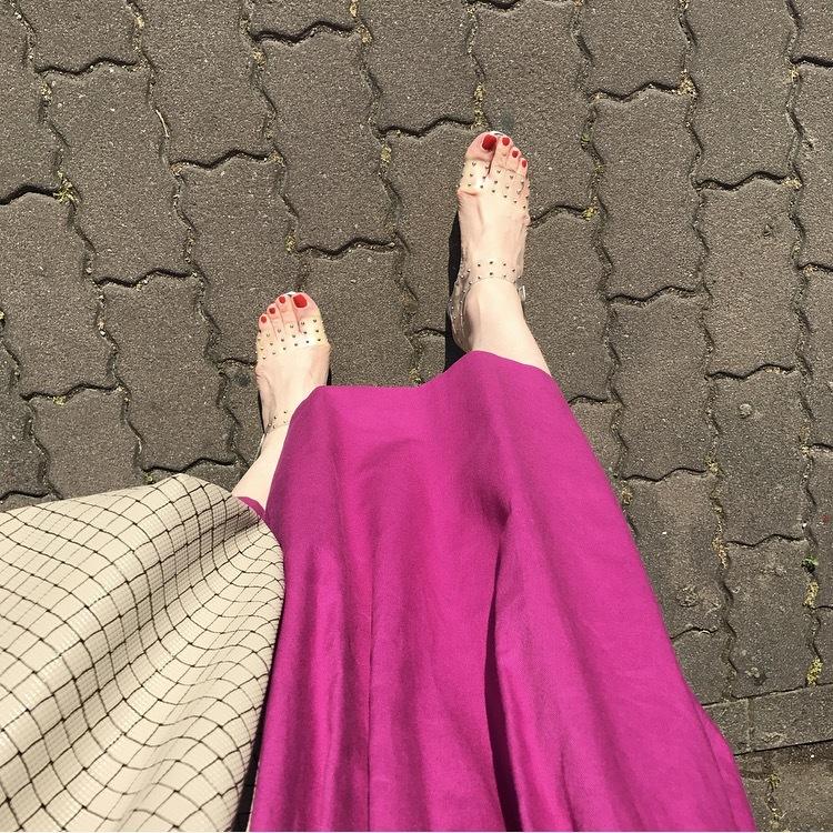 リアル通勤コーデ。暑くなりそうな木曜日は重くなりがちなカラーを軽やかに!_1_2