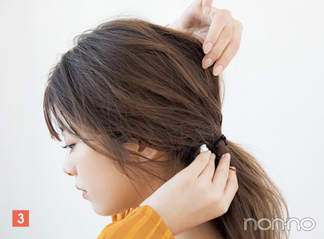 後頭部の髪を少しずつ引き出してフォルム調整。真上を引き出すと頭が長く見えるので注意。