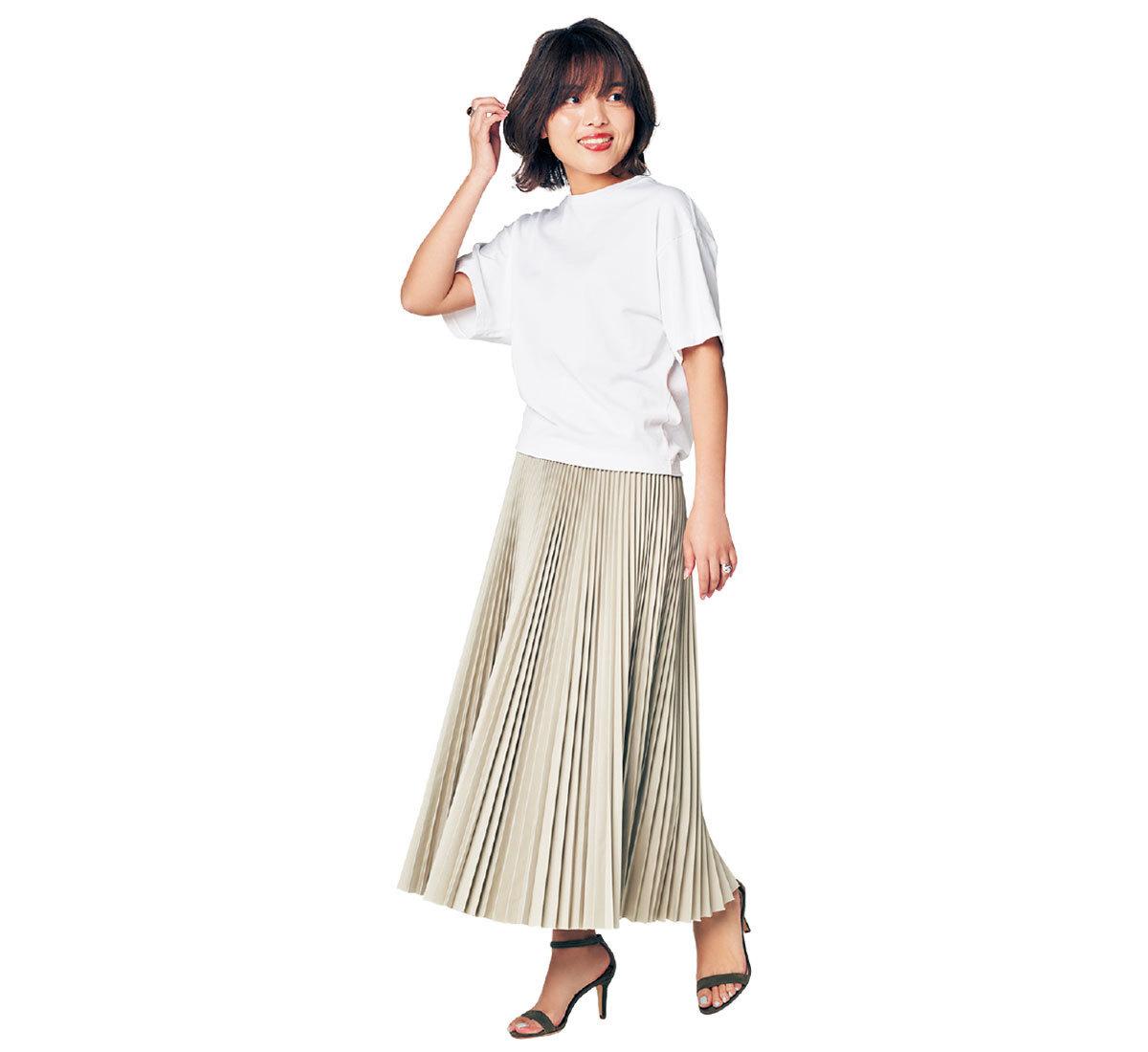 スカート派の白Tシャツの着丈