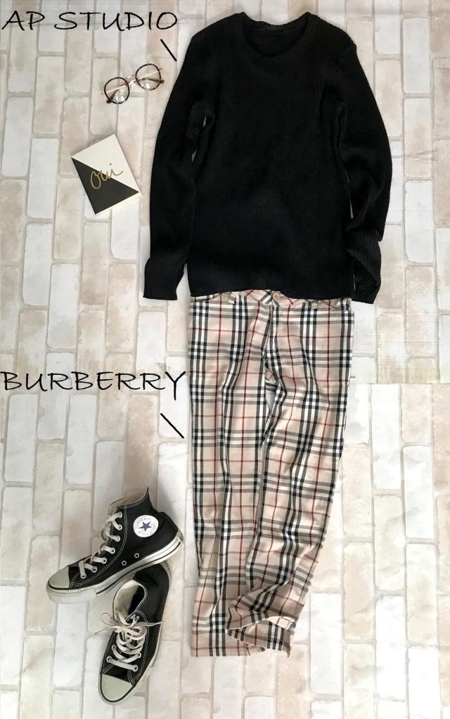 黒コンバースのハイカットスニーカー×黒ニット&チェック柄パンツのファッションコーデ