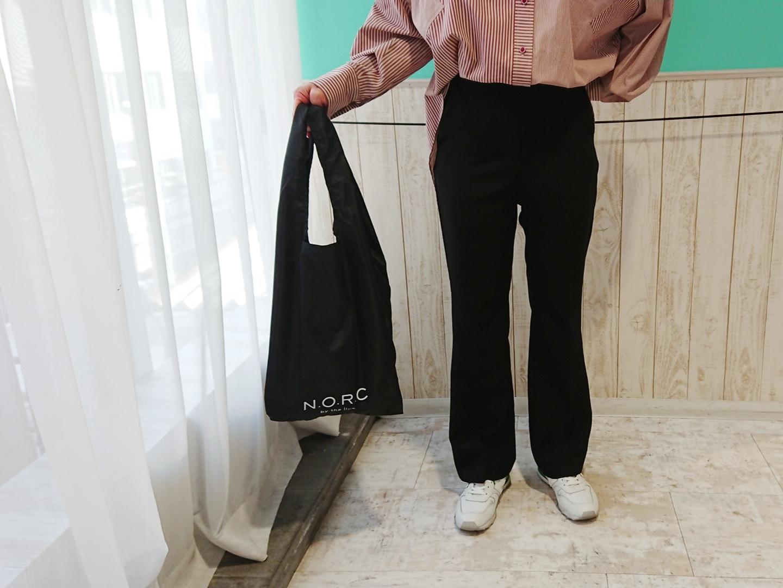 黒いショッパーバッグ