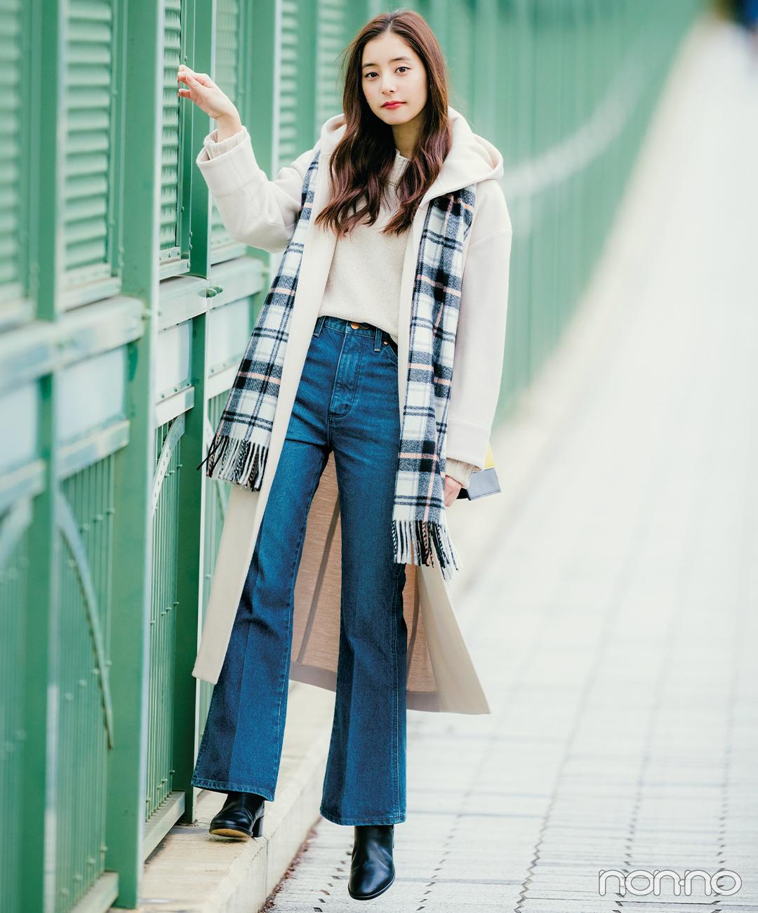 新木優子はフレアデニムでコートを新鮮バランスに【毎日コーデ】