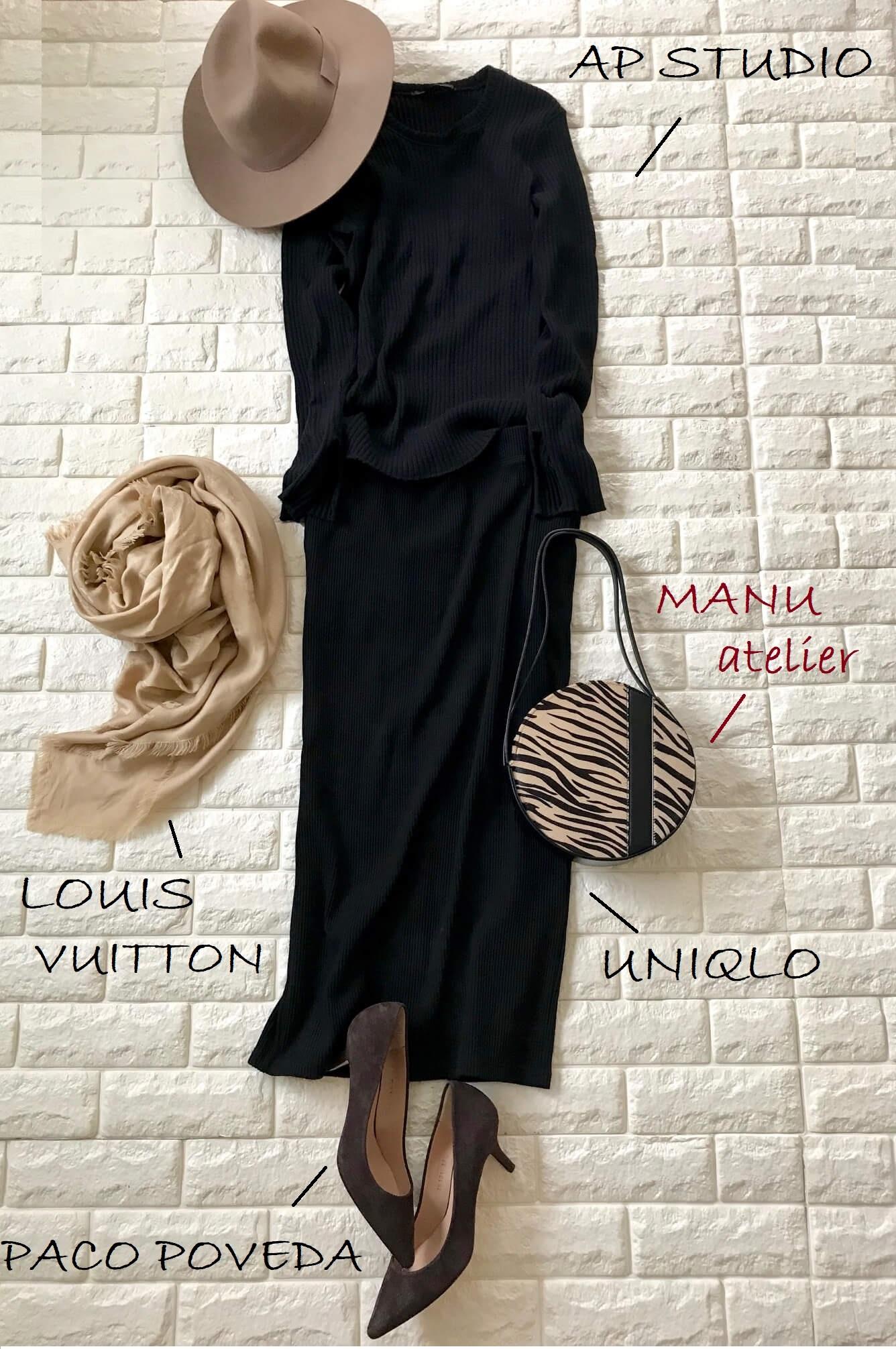 マニュアトリエのバッグを合わせたブラックのワントーンコーデ