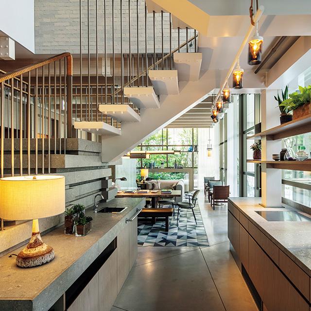 落ち着いた雰囲気のレストラン「Upstairz」