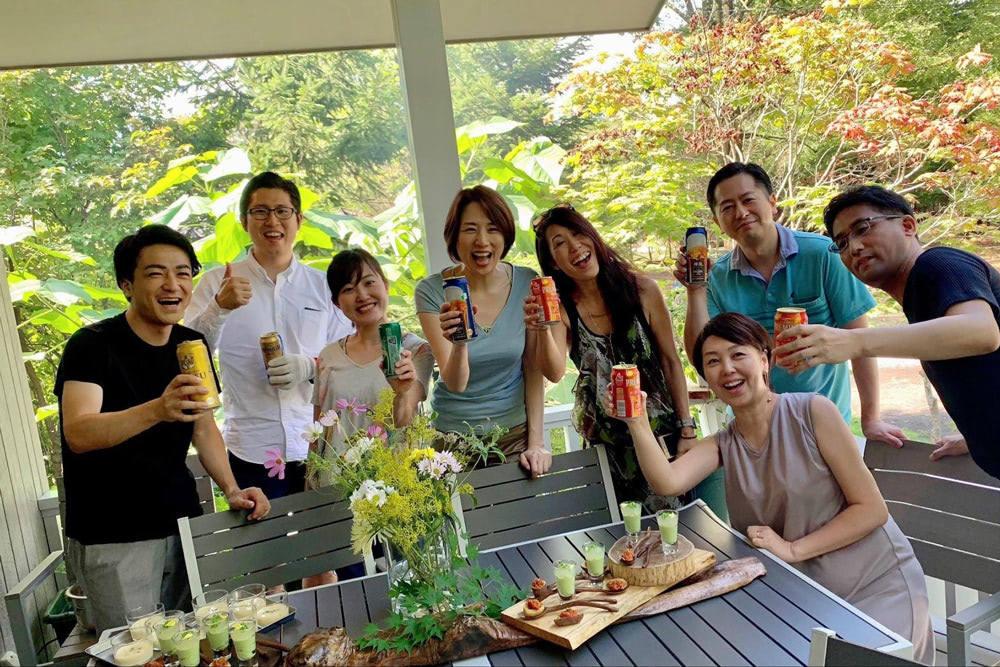軽井沢のご自宅で、会社のメンバーとBBQ