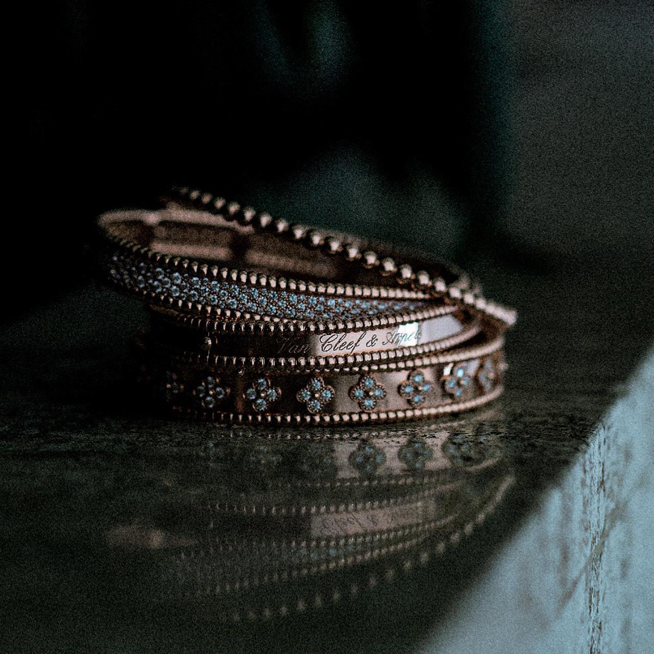 ピンク・黒・白の3色で魅せる、大人ジュエリーのすすめ 五選_1_1-2