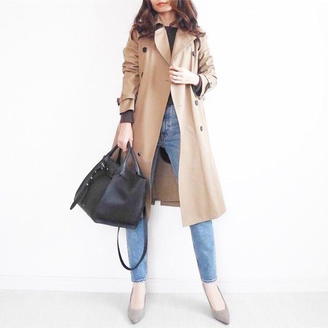 トレンチコート×デニムパンツのファッションコーデ