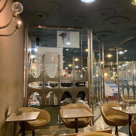 大阪の老舗喫茶 マヅラ喫茶店の店内
