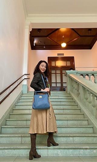 美術館内の階段にて