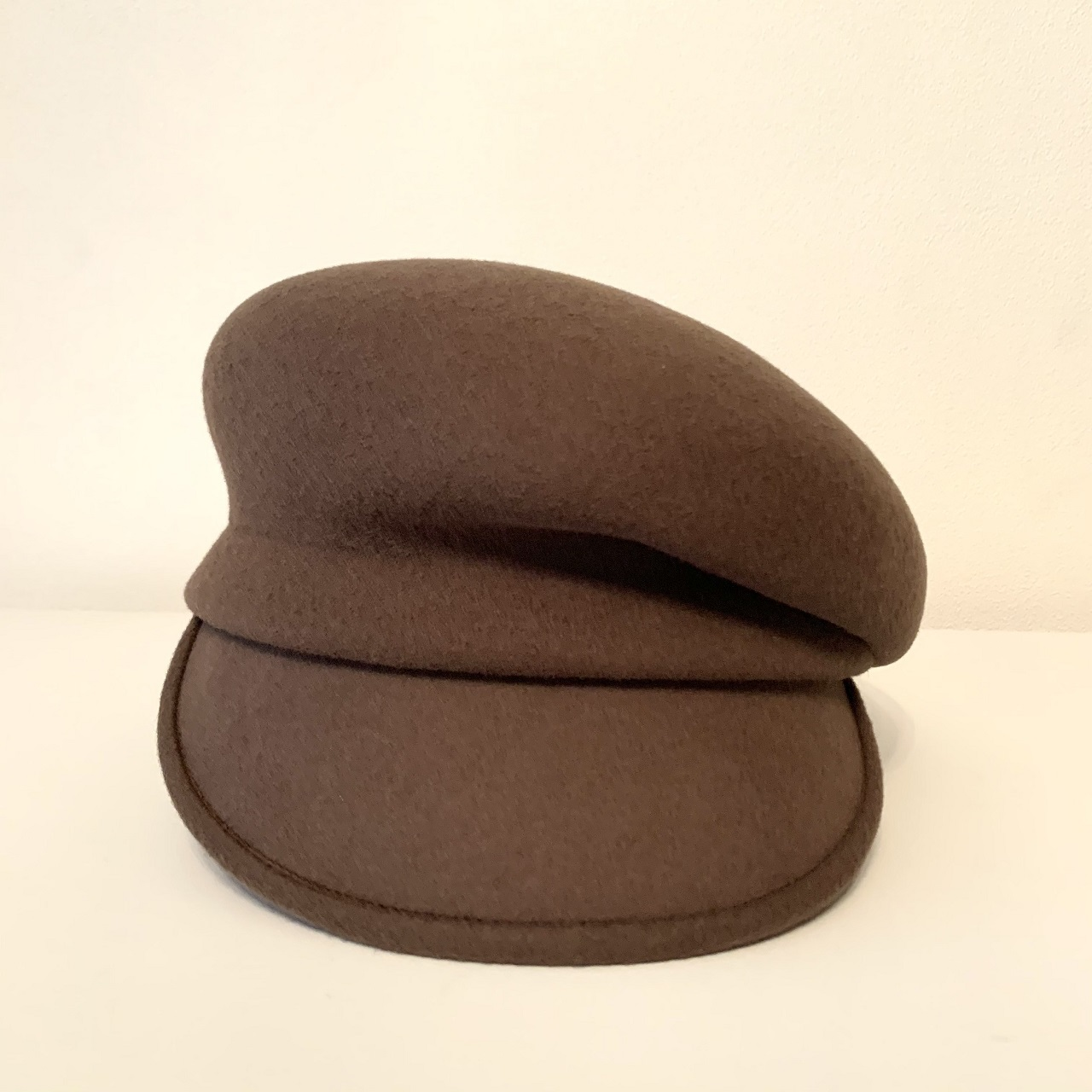 帽子を使って目線を上に_1_2