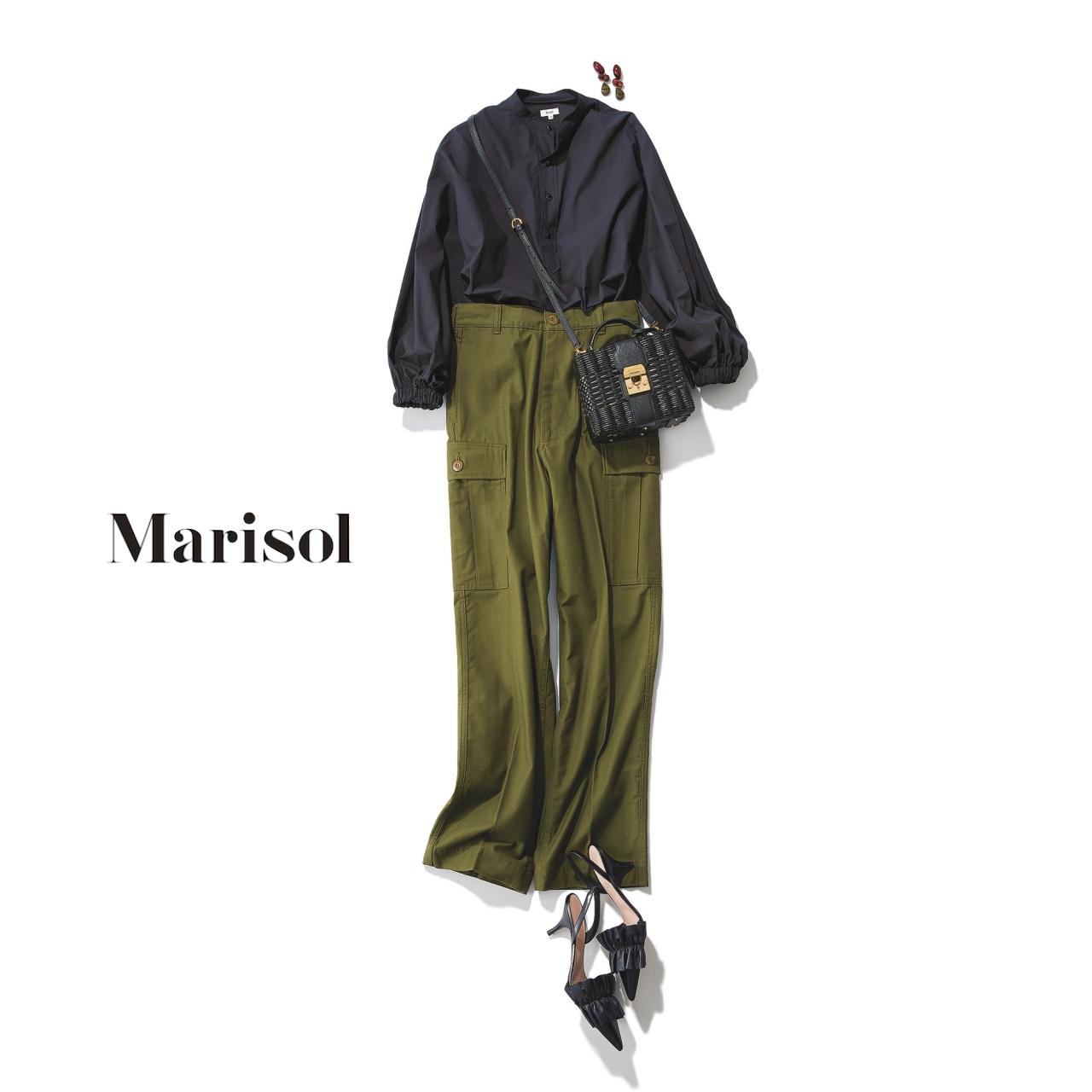 40代ファッション 黒ブラウス×カーキパンツコーデ