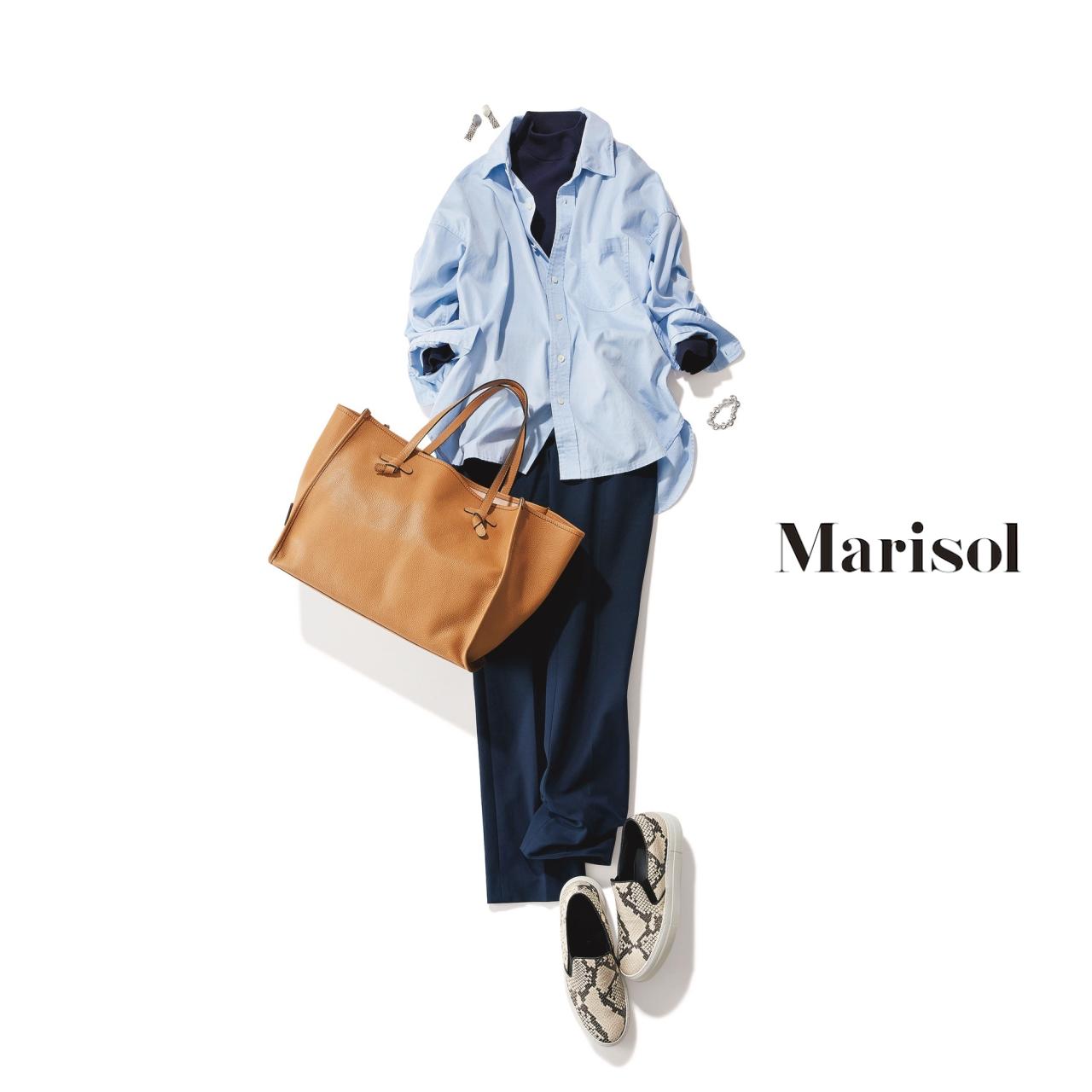 40代ファッション 淡色シャツ×ネイビーパンツコーデ
