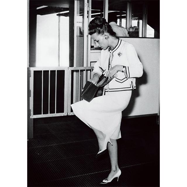 ローマ空港でスナップされた女優ジャンヌ・  モロー(1961年)。photo  by Keystone France