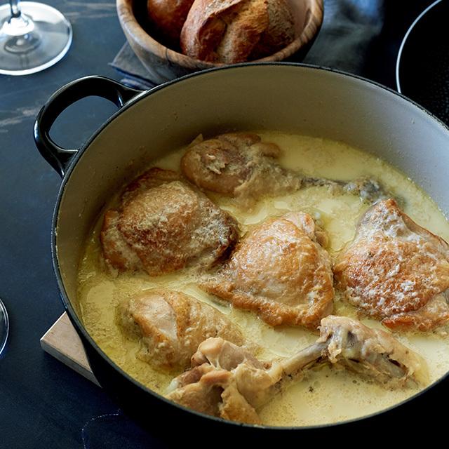 今話題のジョージア料理「鶏肉とにんにくの牛乳煮込み」
