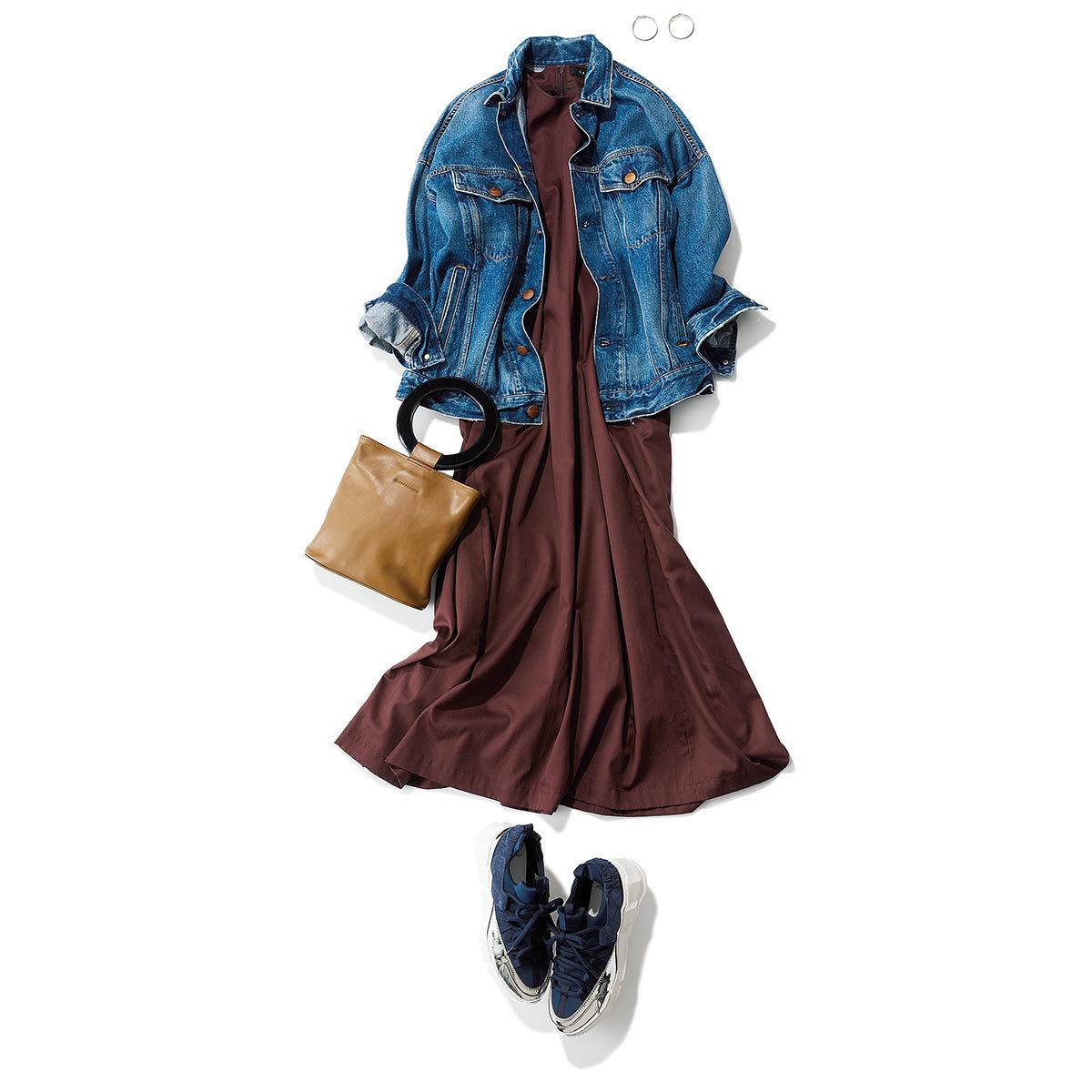 オーバーサイズのデニムジャケット×秋のブラウンワンピースコーデ