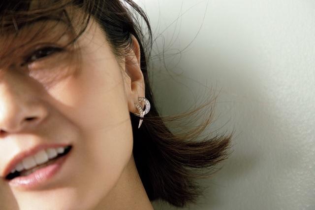 【富岡佳子 Tシャツとダイヤモンド、太陽と笑顔と】デザインピアスの強さを味方に_1_1