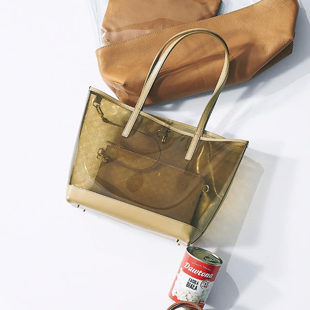 PVC素材のマーケットバッグ ¥36,000/SANYO SHOKAI(マッキントッシュ ロンドン)