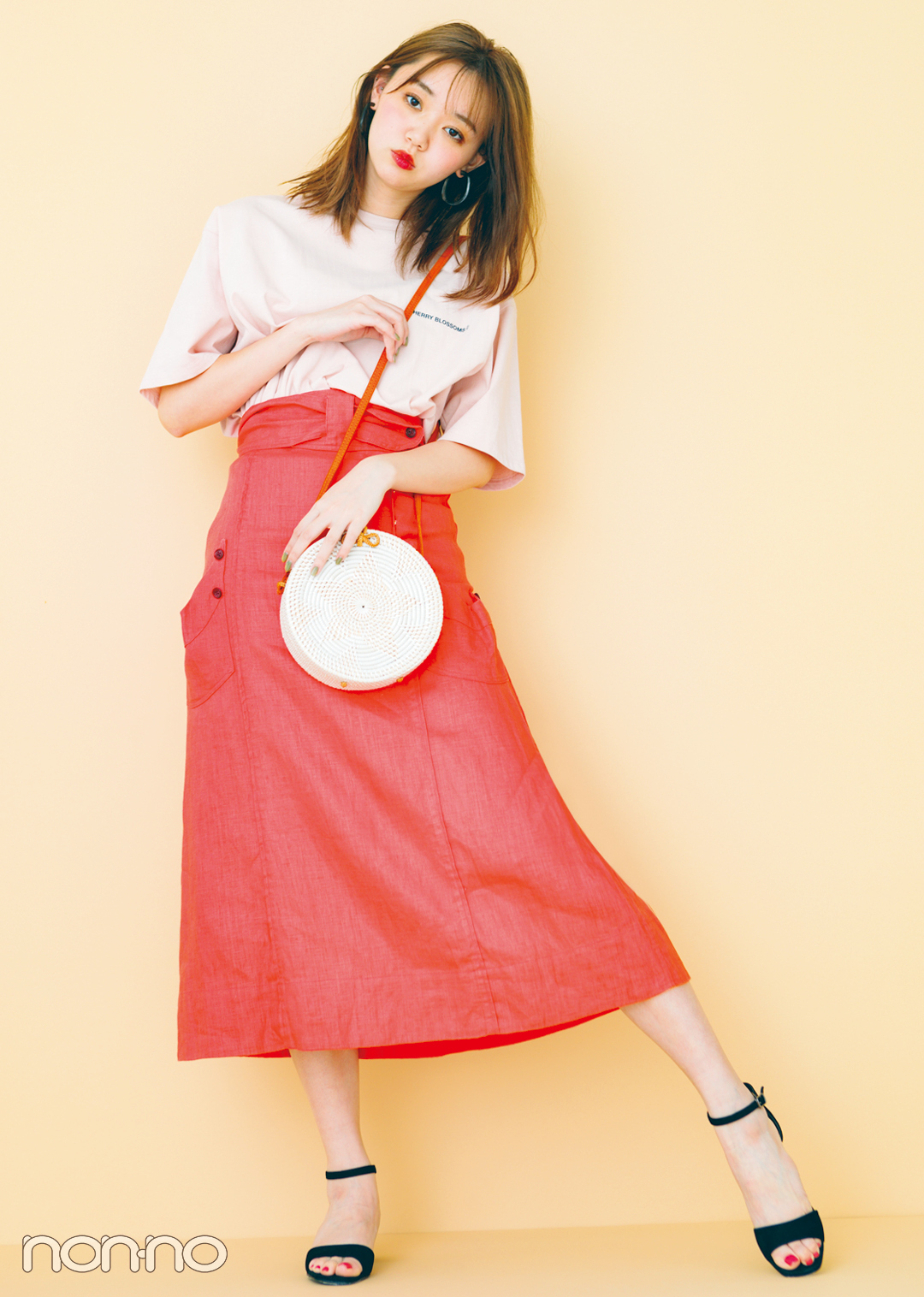 トレンドのくすみ色&ちびロゴTシャツで女っぽ着回しコーデ1×5!_1_3-1