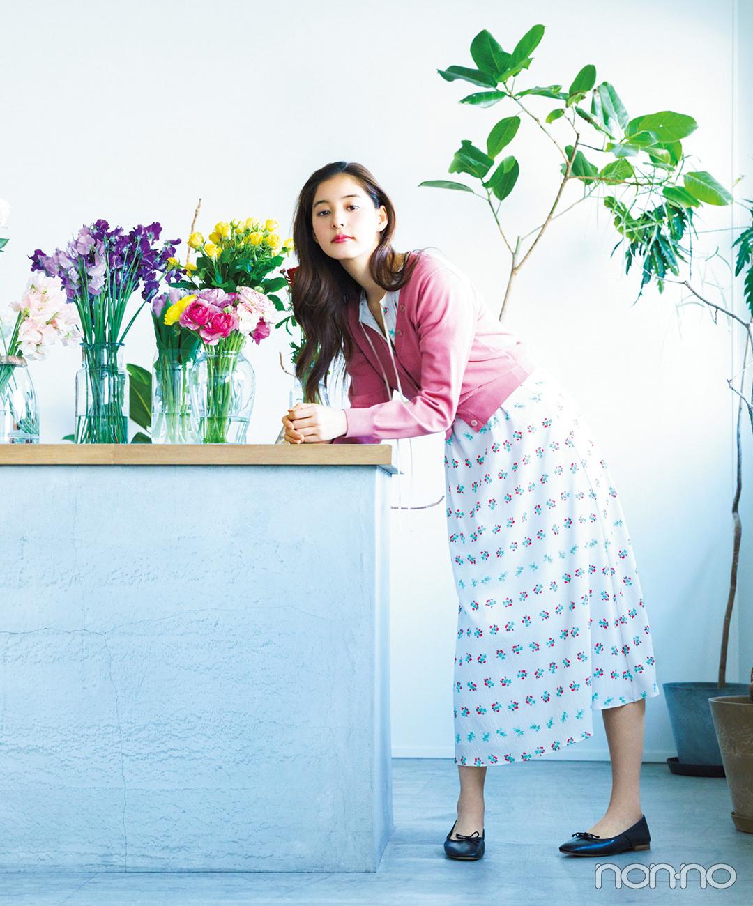 新木優子はロングワンピに華やぎカーデをまとって、春気分を先取り!【毎日コーデ】