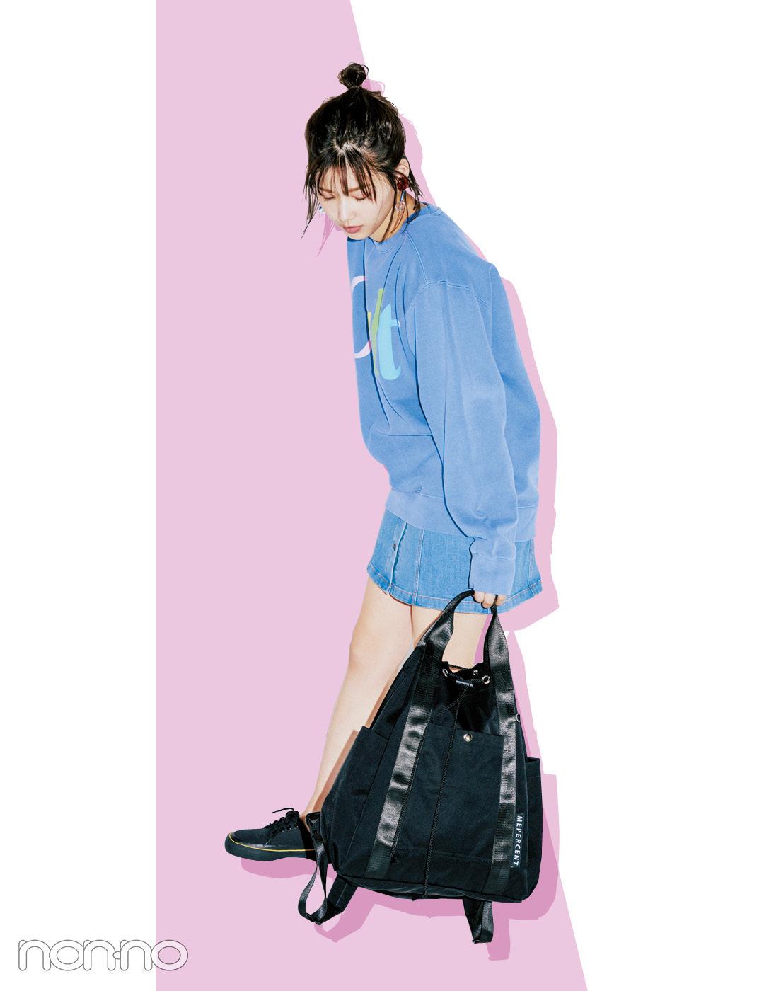 【夏のデニムコーデ】渡邉理佐のゆったりスウェット×ミニデニムスカートで華奢見せコーデ。