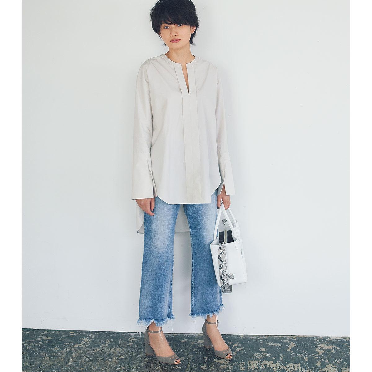 コットン素材のロングシャツ×デニムコーデ
