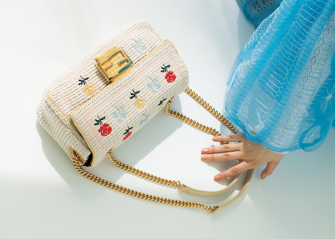 FENDIクロシェ刺繍バッグ