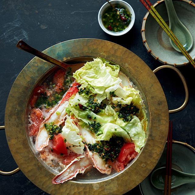 カニにはサラダ野菜のレタスやトマトがよく合う