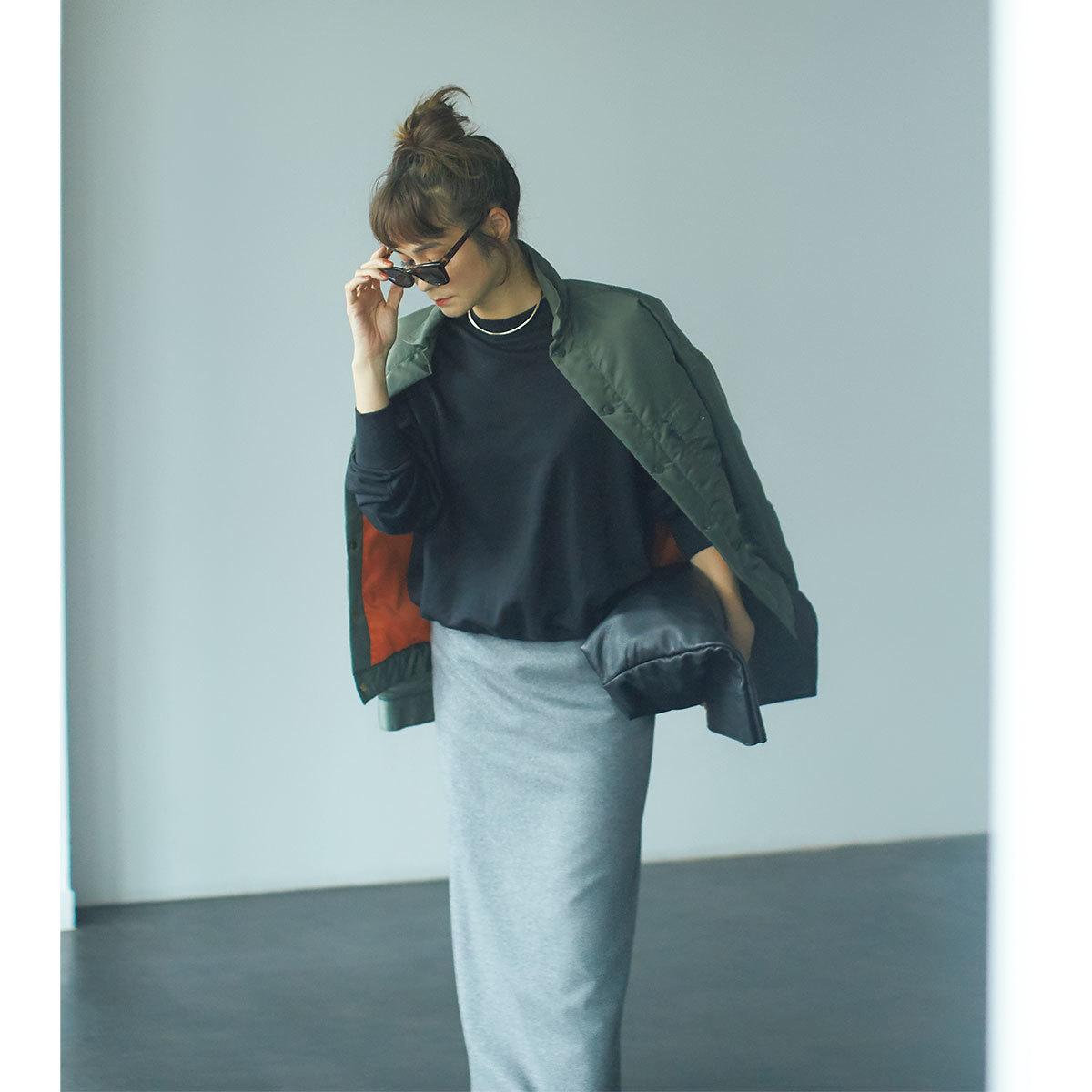 ■ジャケット×スウェット×ロングタイトスカートのはおりコーデ